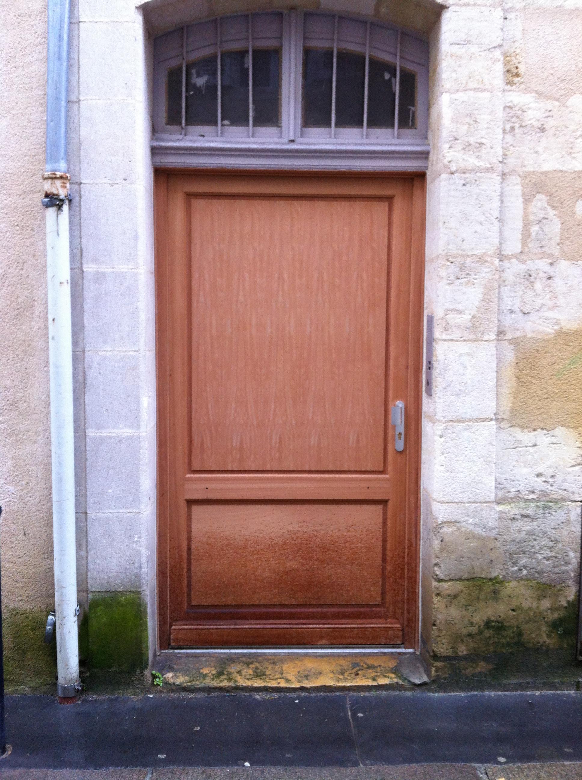 Menuiseries bois sur mesure menuiserie charpente for Reparation porte d entree